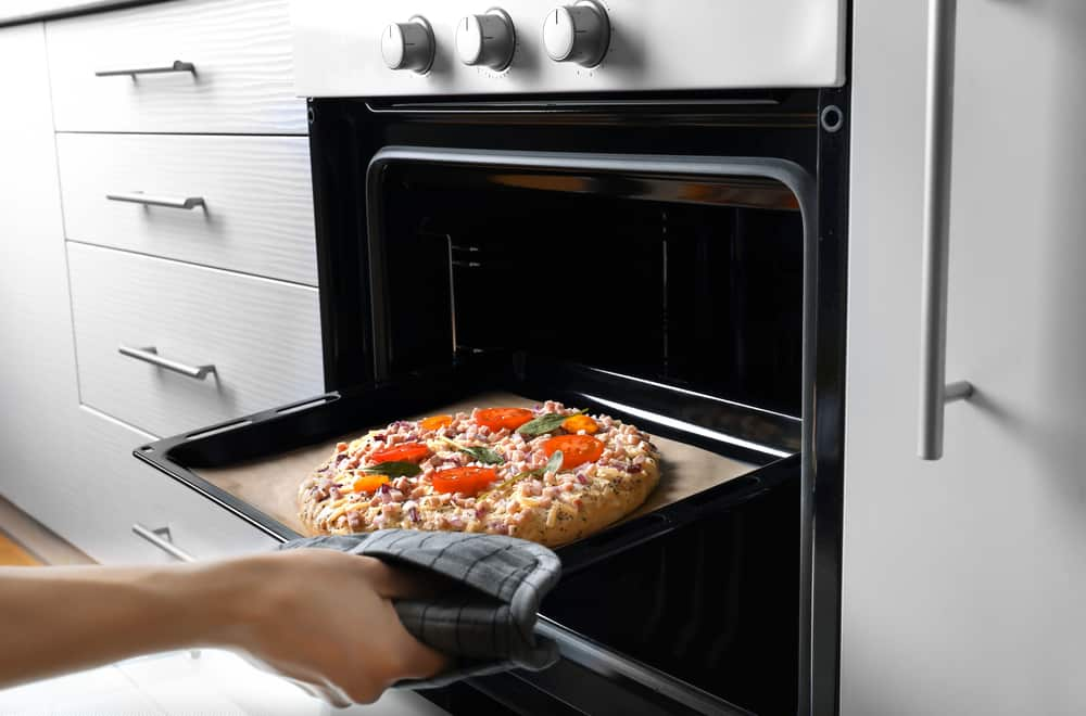 How to reheat pizza with the microwave and oven