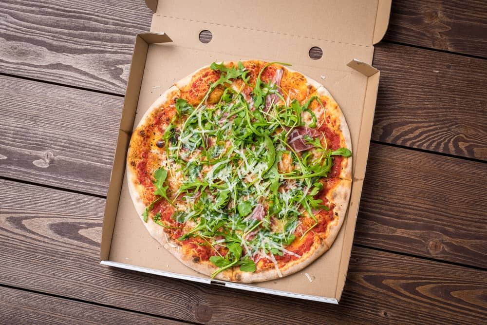 Are there any advantages to having a round pizza in a square box