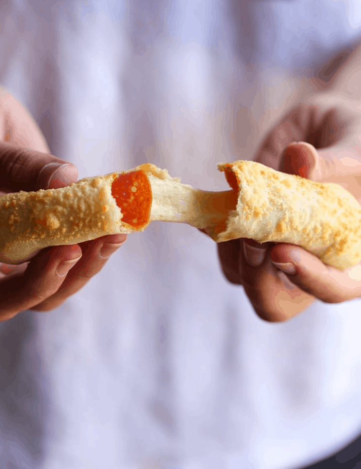 Cookies and Cups Cheesy Pizza Breadsticks