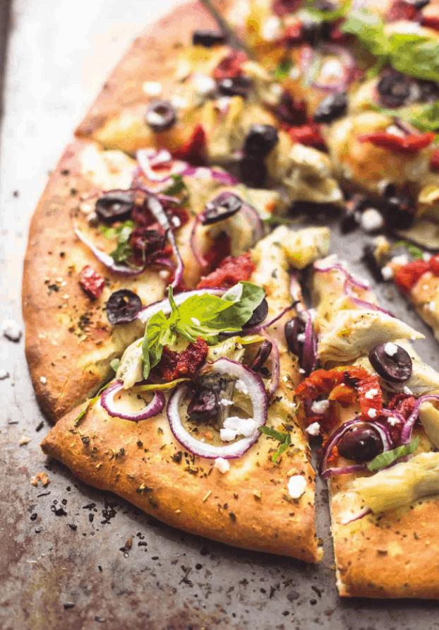 Crème de la Crumb Mediterranean Pizza