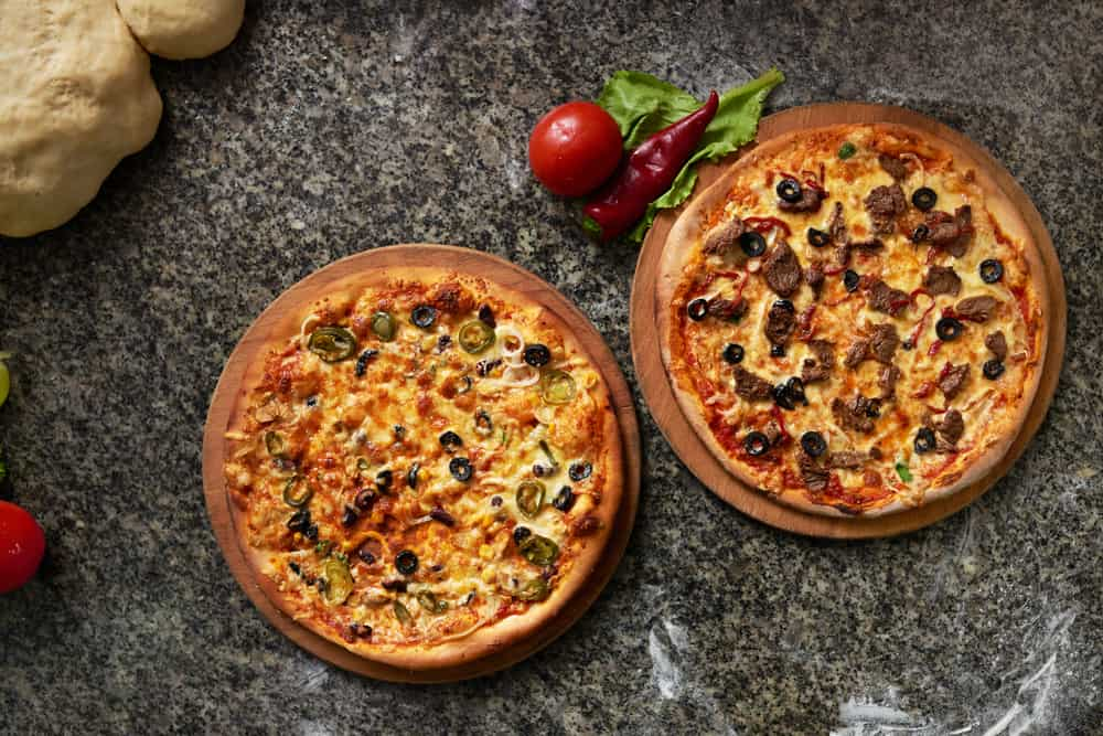 Pizza Hut Original Pan Pizza vs. Hand Tossed What's the Difference