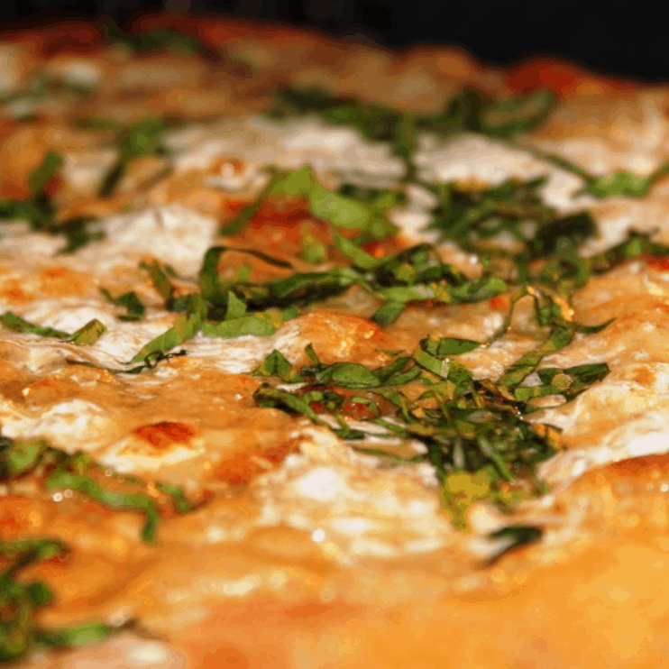 Stay in The Know's Roasted Garlic White Pizza With Garlic Sauce