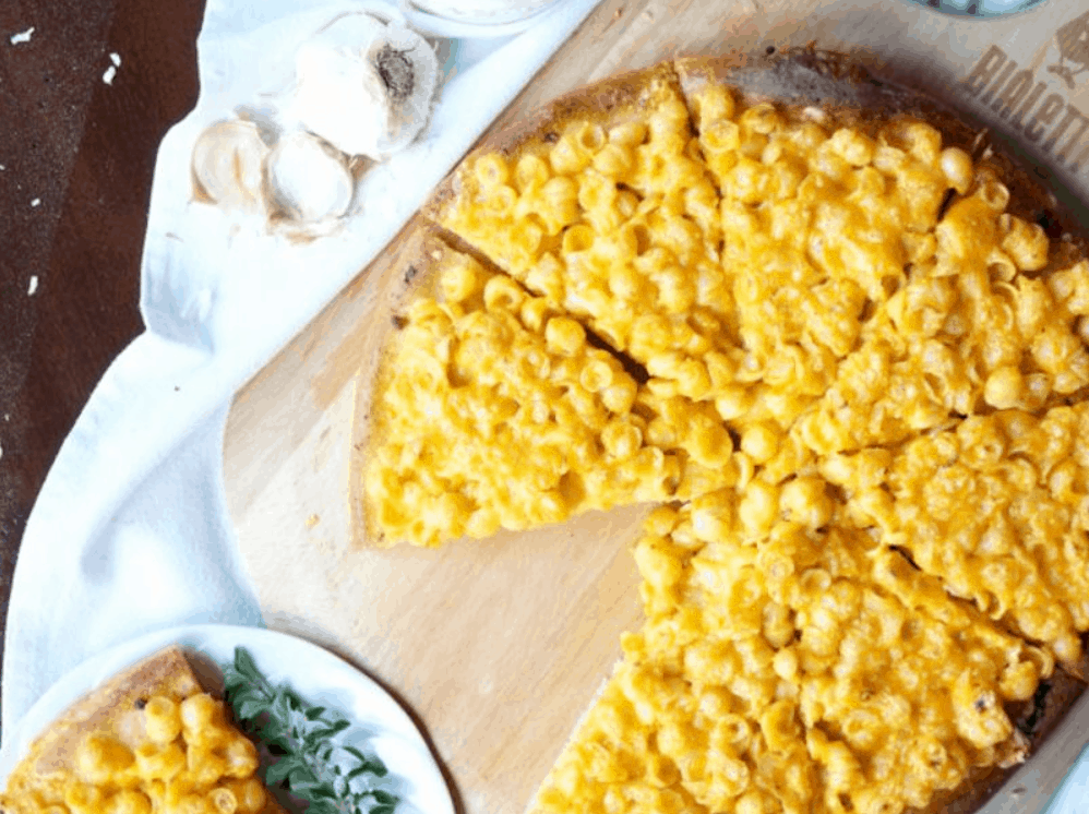Ultimate Comfort Food Mac and Cheese Pizza – Honestcooking.com