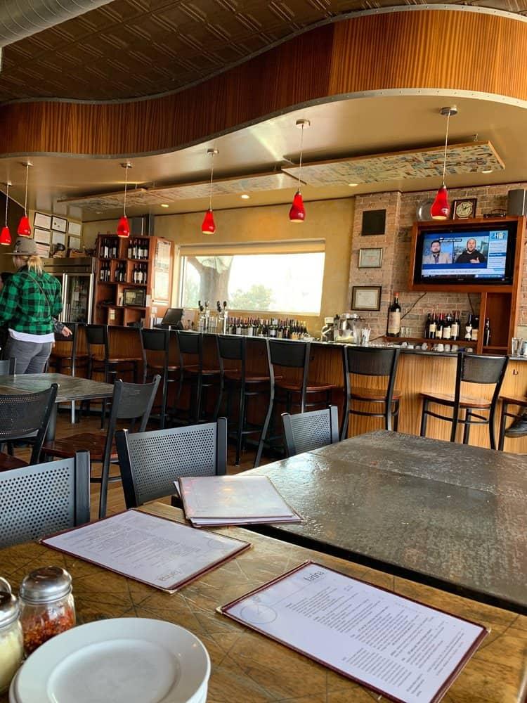 Farina Pizza & Wine Bar