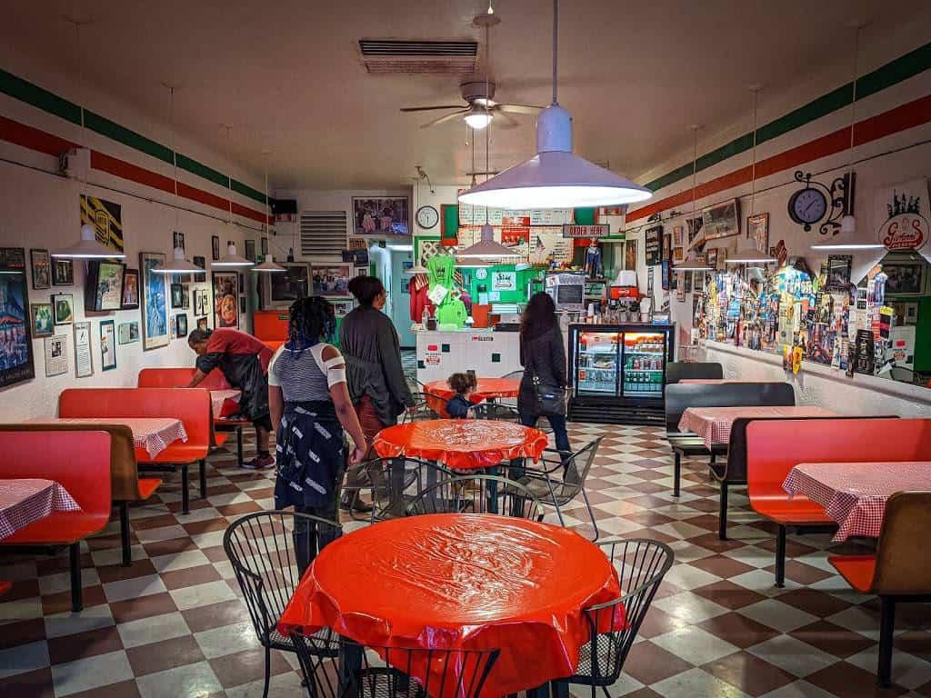 Giovanni's Pizzeria