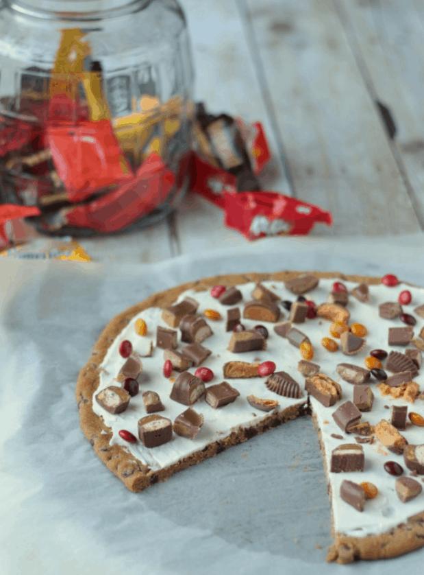 Trick-or-Treat Dessert Pizza